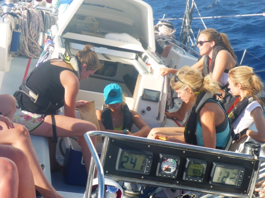 Filtering plastics on a heeling boat